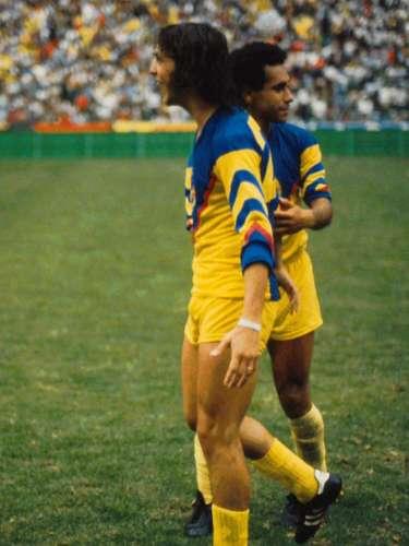 Daniel Alberto Brailovsky y Juan Antonio Luna marcaron los goles con los que América derrotó 2-0 a Crurz Azul, para avanzar a la Final de la temporada 1983-1984.