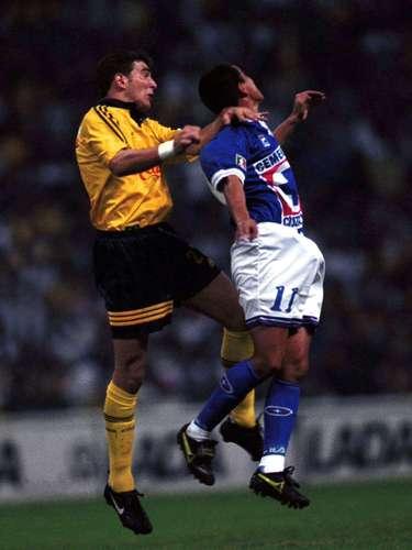 En los Cuartos de Final del Verano 1998, con goles de Raúl Rodrigo Lara y Sergio Zárate, América se impuso 2-1 a Cruz en el juego de ida; Zague anotó en el duelo de vuelta para un empate 1-1 que le dio el pase a las Águilas con 3-2 en el marcador global.