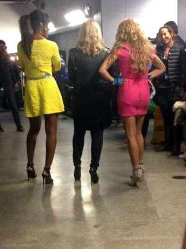 Tras bastidores, las juezas mostraron su curva trasera a las cámaras.