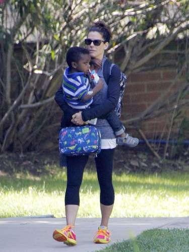 Otra mamá ejemplar es Sabdra Bullock. La actriz hace hasta lo imposible por estar siempre al lado de su hijo adoptivo Louis al cual le ha dado todo su amor desde que se divorció