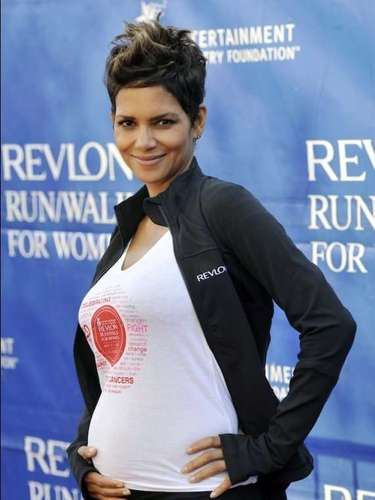 Este mesla actriz ha lucio su embarazo en un evento dónde asistiócomo madrina de una carrera solidaria de mujeres en Los Ángeles.