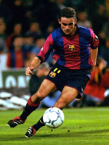 4. Marc Overmars: Fue transferido en el verano de 2000 procedente del Arsenal por 40 millones de euros (aproximadamente 43 millones de dólares), convirtiéndose en el jugador holandés más caro en ese momento. Pasó cuatro temporadas en el Barcelona antes de retirarse por consejo médico, debido a las lesiones.
