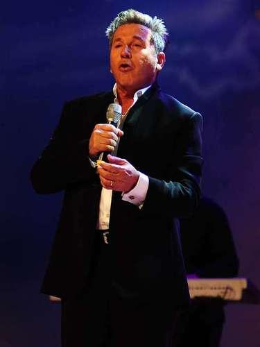 El tema de entrada de Mentir Para Vivir correrá a cargo de Ricardo Montaner a dueto con la española India Martínez.