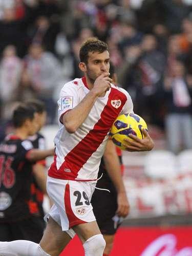 El delantero brasileño Leo Baptistao jugará para el Atlético de Madrid por cuatro temporadas. El cuadro colchonero pagó 7 millones de euros al Rayo Vallecano por el jugador.