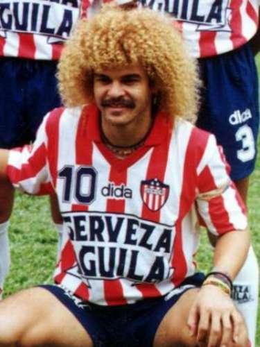 8. El regreso a Colombia: En 1993 el dueño del Junior de Barranquilla, Fuad Char, adquirió el pase de Carlos, y conformó un equipo muy fuerte para buscar el título de la temporada. Con el equipo ganó las fases del campeonato (Apertura, Finalización), clasificando a cuadrangulares, y quedando campeón el día 19 de diciembre. Carlos fue el capitán del equipo. Fue reconocido otra vez como el futbolista del año. Entre sus momentos más especiales, el gol que anotó a Atlético Nacional en Medellín, en el juego que terminó 3 a 3, y como líder en la contienda final contra América, arengando a sus compañeros, y sirviendo el pase para el gol anotado por Oswaldo Mackenzie, a la postre, el gol del título.