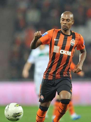 El mediocampista brasileño Fernandinho jugará en el Manchester City, que pagó cerca de 32 millones de dólares al Shakhtar Donetsk.