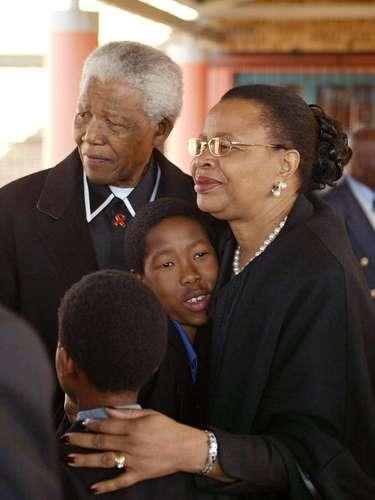 Desde 1998, Mandela estaba casado con la política, maestra y activista social mozambiqueña Gracia Simbine.