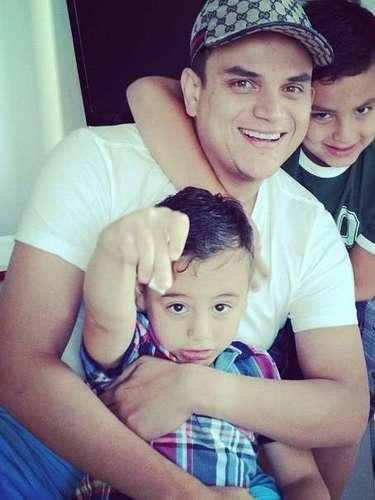 Su segundo hijo, Silvestre José, el 'Monaco' -como él lo llama- posiblemente sería su sucesor porque le gusta mucho el vallenato, lo canta y lo toca.