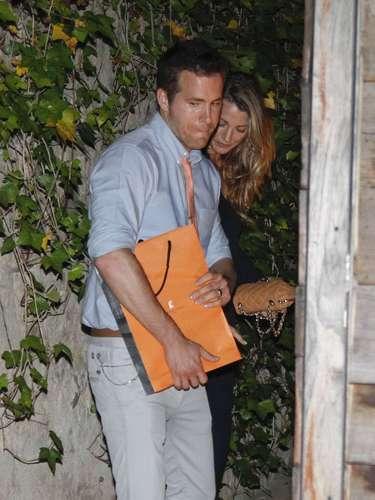 27 de Junio - Ryan Reynolds y su esposa Blake Lively se encuentran en Barcelona, España tomándose un supuesto'descanso' durante la promoción de la última película del actor.