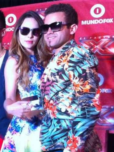 Bien acaramelados, así fueron fotografiados Belinda y Nacho, durante la presentación a la prensa del programa \