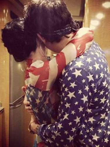 Por ahí se dice que Katy Perry y John Mayer estaban separados, pero para celebrar el 4 de Julio, Perry compartió ésta fotografía por su cuenta de Instagram en la que aparecen más unidos que nunca.