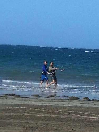 9 de Julio - Ricky Martin tiene un nuevo hobby. El cantante ahora está aprendiendo kite surfing, actividad que lo entretiene y pone a prueba. ¡Go, Ricky!