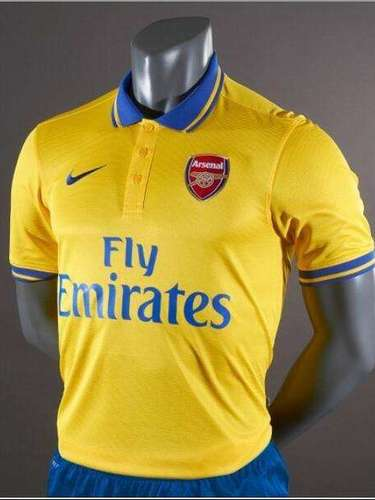 It is the away jersey that is truly different, going with a traditional collar while sporting a surprising yellow color.