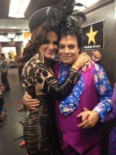 12 de Julio - Mariana Seoane también compartió esta foto junto al cantante Juan Gabriel cuando el cantautor visitó 'Perfume de Gardenia'