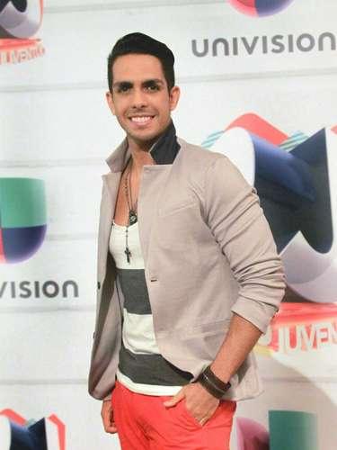 El cantante Benavidez llegó súper contento y emocionado por ser parte de los Premios Juventud 2013