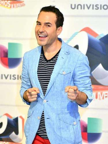Carlos Calderón derrochó alegría y emoción a su llegada a la alfombra veraniega de los Premios Juventud 2013. El Presentador siempre ha sido de los más entusiastas en ésta décima edición.