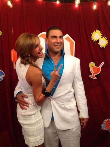 ¡Qué envidia! Lili Estefan rendida en brazos del sensual actor Eduardo Yañez