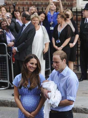El nacimiento del primogénito de los duques de Cambridge llega en uno de los mejores momentos para la monarquía británica, dos años y tres meses después de la boda de la pareja y un año después de que la reina celebrara su Jubileo de Diamantes. Reportaje: EFE