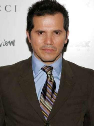 John Leguizamo es otro actor con descendencia latinoamericana. El español del actor casi puede pasar como el de sus compatriotas los colombianos.
