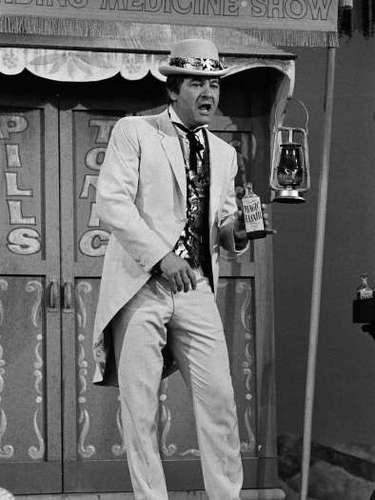 9.- ACTUACIÓN FATAL: Dick Shawn (1987): este comediante sufrió un ataque al corazón mientras interpretaba a un político. Sus últimas líneas fueron \