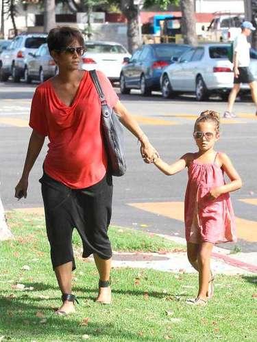 Halle está a punto de darle un hermanito a lapequeña Nahla, de cinco años.