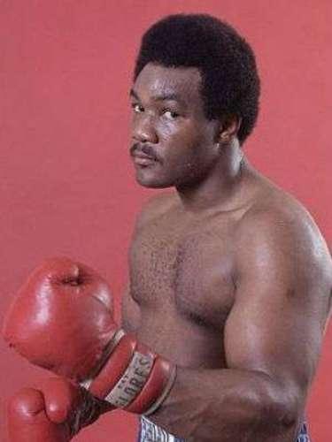 George Foreman fue dos veces campeón del mundo en la categoría peso pesado. Apodado 'Big George' se convirtió en un exitoso hombre de negocios y un reputado reverendo de su propia iglesia. La International Boxing Research Organization lo ha clasificado entre los 10 mejores pesos pesados de la historia. Sostuvo grandes combates ante rivales como Muhammad Ali en el que sucumbió.
