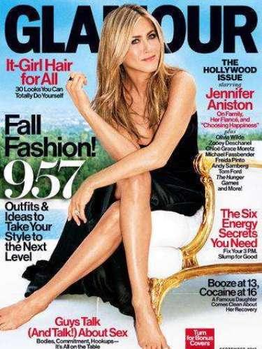 1 de Agosto -¿Que se suspende la boda? ¡Para nada! Jennifer Aniston se 'confesó' con la revista Glamour en donde posó de lo más sencilla pero eso sí, mostrando su anillazo de compromiso y hablando de su próxima boda, su prometido, su familia y de haber encontrado por fin la felicidad.