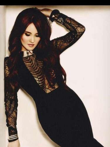 Así de sexy, aparece Dulce María posando en las páginas de la revista Glamour.