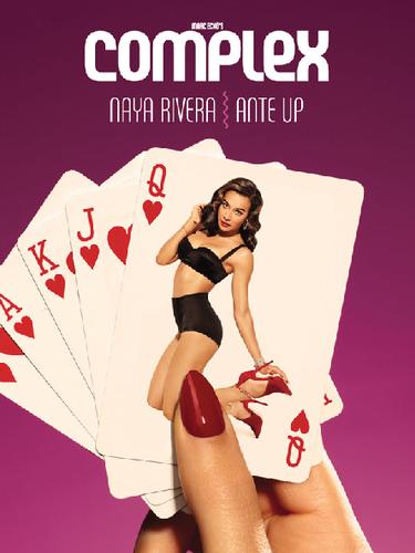 1 de Agosto -La sensualidad de Naya Rivera se hace presente en la portada de la revista Complex. La actriz de origen latino de la serie 'Glee' posó como una sexy modelo de los años 60. ¡Divina!