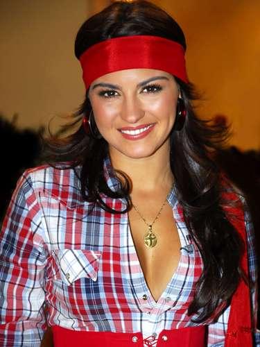 La hermosura de esta cantante mexicana a puesto de cabeza a muchos caballeros.