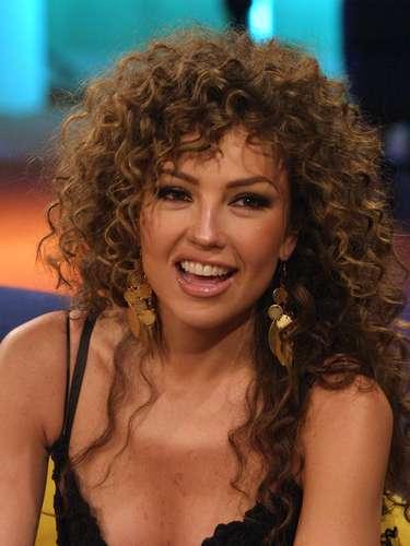 Thalía, seleccionada como una de las mujeres más bellas del espectáculo por una reconocida revista de chismes, suele aprovechar el poder del escote para llamar la atención.