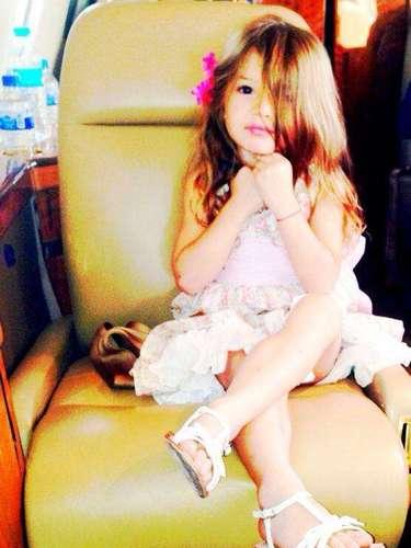 5 de Agosto - La pequeñaKailey Alexandra siempre estuvo al pendiente de su 'papi' (William Levy)al cual le echó muchas porras mientras lo enseñaban a pilotear un avión.
