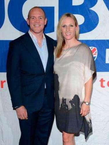 La nieta de la reina Isabel II y su marido, el jugador de rugby Mike Tindall, acaban de anunciar que esperan su primer hijo para el próximo mes de enero. El bebé será el cuarto bisnieto de la soberana inglesa.