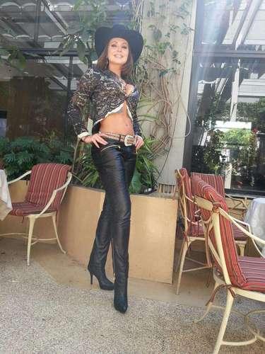¿Gaby Spanic querrá ser la nueva reina grupera? La incógnita surge por el reciente estilo que presumió ante sus miles de seguidores en Twitter, ahora que se lanzó como cantante de la mano de un álbum de banda y música romántica titulado \