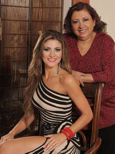 La esbelta castaña nacida en la capital del país el 4 de enero de 1991 fue coronada como Miss Ecuador 2013 título que le da derecho a representar a sus compatriotas durante el certamen internacional que tendrá lugar a fin de año en Moscú.