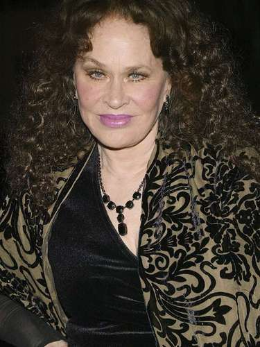 Karen Black, la última musa de Hitchcock en 'Trama Macabra', fue diagnosticada ennoviembre de 2010 decáncer de páncreas y, tras extirparle un tercio del órgano, superó la enfermedad en 2011. Sin embargo un año después recayó y fue operada de nuevo en dos ocasiones durante 2012. Perdió la batalla contra el cáncer el8 de agostoen Los Ángeles, a los 74 años de edad.