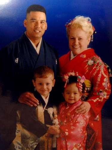Josie vivió en Japón con sus padres Venessia y José, un ingeniero de la Fuerza Aérea, hasta la edad de seis años.