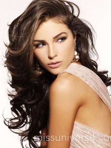 Miss Universo 2012,Olivia Culpo de Estados Unidos. Es una apsionada del violonchelo. Obtuvo el 19 de diciembre de 2012 el título de ese año entre 89 candidatas de todo el mundo.