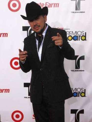 Fidel Rueda está de vuelta al ruedo. La estrella sorprendió al público con el estreno de su nuevo su sencillo titulado 'No Sé Cómo Pagarte'. Mientras continúa con su gira de presentaciones en México y Estados Unidos, el cantante se acompañó de su banda con este tema romántico.