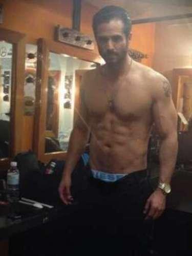 19 de Agosto - José Ron presumuó la buena forma en la que se encuentra y para eso el actor publicó esta foto con su torso descubierto. ¡Sexy!