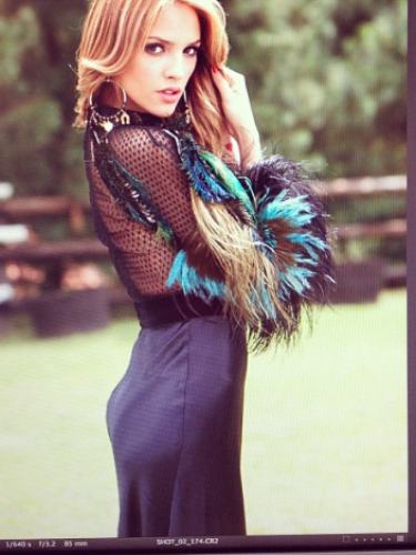 29 de Agosto - Eiza González posó para la revista Glamour México y nos dio una probadita de lo que se podrá ver en la publicación