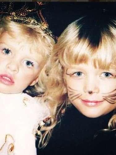 Esta princesa y esta gatita son Nicky y Paris Hilton, respectivamente, dos famosas rubias que ya nacieron con un pan bajo el brazo.