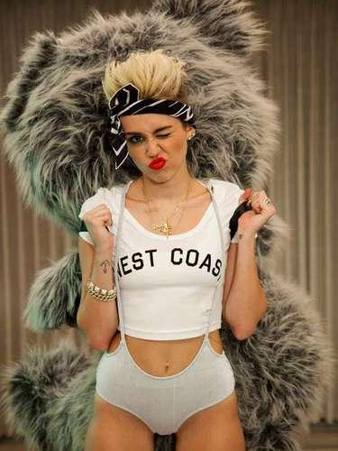 Más allá del escándalo que desató por su perreo en los Premios MTV Video Music Awards, Miley Cyrus es de las favoritas por su tema 'We Can't Stop'. Está en el cuarto lugar.
