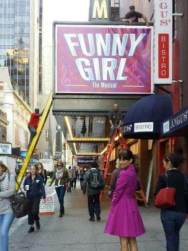 9 de Septiembre - Lea Michele se repone de lamuerte de su novio grabando en nueva York escenas de la serie 'Glee'.