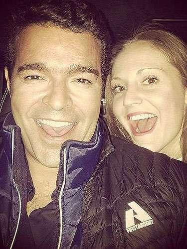 10 de Septiembre - Pablo Montero posa feliz junto a su esposa Carolina después de tantas tragedias en su familia. ¡Muy bien Pablito!