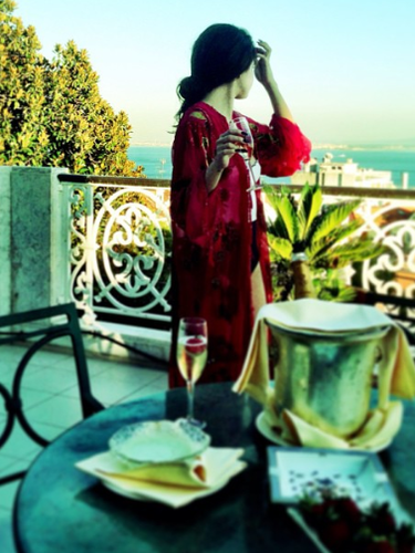 11 de Septiembre - Selena Gomez sigue de gira por Europa y esta vez nos regaló esta foto desde Lisboa.