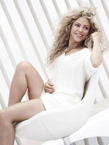Shakira. Aunque ha mantenido su vida personal fuera de los escándalos, esta diva del pop latino, mantiene una demanda legal con su exnovio Antonio de la Rúa debido a la sociedad que formaron durante su relación encargada de los conciertos de la colombiana. Ahora es ella la que exige a de la Rúa seis millones de dólares.
