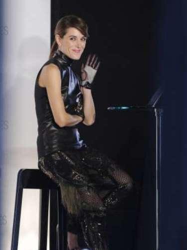 Raquel Sánchez Silva, con un total 'look' de Gucci, reaparecía tras el fallecimiento de su marido. La presentadora ejerció de maestra ceremonias en la retransmisión en directo que realizó Vogue a través de su página web.