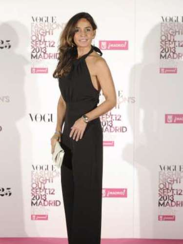 Blanca Marsillach, hija de Adolfo Marsillach, lució un favorecedor mono negro para la VFNO 2013.