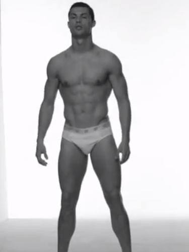 13 de Septiembre - Cristiano Ronaldo nos adelantó lo que será su nueva campaña de ropa interior. ¿Hay alguna mujer que se oponga a que lo siga haciendo?